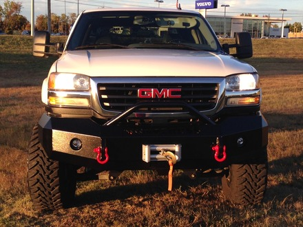 2003-2006 SIERRA HD FRONT BUMPER WITH BAR picture