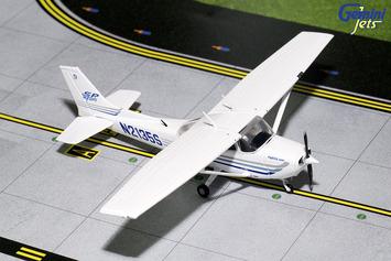 "GeminiGA 1:72 Cessna 172 ""Sporty's Flight School"" N2135S picture"